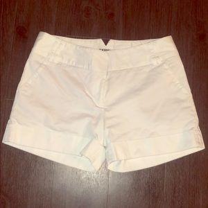 EXPRESS Women's Cuffed White Cotton Shorts, Size 6